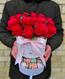 """Rožių dėžutė su macaroons sausauiniukais - """"Cherry"""""""