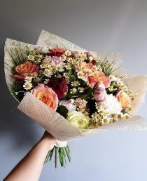 """Įvairių gėlių puokštė """"Chloe"""""""