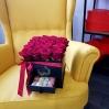 """Rožių dėžutė su macaroons sausainiukais """"Katrina"""" 1"""