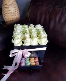 """Rožių dėžutė su macaroons sausainiukais """"Berta"""""""