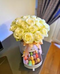 """Rožių dėžutė su macaroons sausainiukais """"Dilita"""""""