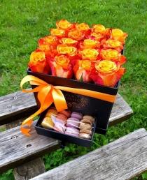 """Rožių dėžutė su macaroons sausainiukais """"Susanna"""""""