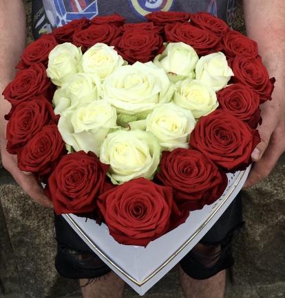 Širdelė rožių (raudonų - baltų)
